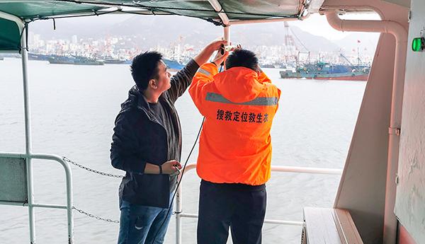 协会在石岛开展落水人员搜救定位系统性能测试工作
