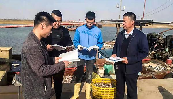 协会东营市办事处赴广利渔港开展安全宣传